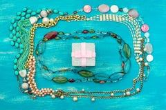 Dekorativ ram av smycken för kvinna` s Arkivfoton