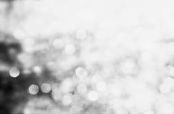 Dekorativ siverjulbakgrund med bokehljus och snö Royaltyfri Foto