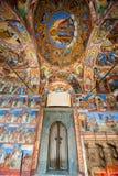 Dekorativ skyddsgaller- och väggmålning i den Rila kloster i Bulgarien Arkivfoton