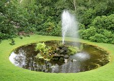 Dekorativ springbrunn. Royaltyfri Fotografi