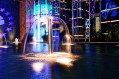 Dekorativ springbrunn med ljus Royaltyfria Bilder