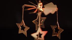 Dekorativ stearinljuskarusell på jultid arkivfilmer