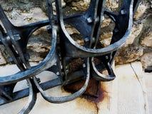 Dekorativ svart detalj för port för smidesjärntappningstål royaltyfri foto