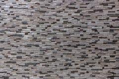 Dekorativ tegelstenvägg från konkreta belägen mitt emot tegelplattor som bakgrund eller textur Fotografering för Bildbyråer
