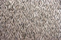 Dekorativ tegelstenvägg från konkreta belägen mitt emot tegelplattor som bakgrund eller textur Arkivbilder