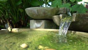 Dekorativ utomhus- springbrunn för sten arkivfilmer