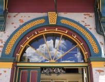Dekorativ välvd dörröppning royaltyfri foto
