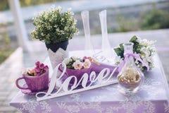 Dekorativa beståndsdelar och blommor för dag för St-valentin` s Royaltyfria Foton