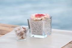 Dekorativa blommor vid havet Arkivfoton