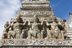 Dekorativa diagram på Stupa på Wat Arun Arkivbilder