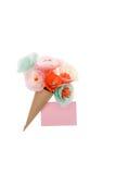 Dekorativa handgjorda blommor och tom vykort Royaltyfria Foton