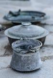 Dekorativa krukor för tappningmetall royaltyfria bilder
