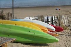 Dekorativa målningfartyg på stranden Royaltyfri Bild