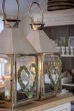 Dekorativa marockanska lampor med stearinljus Arkivbild