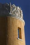 Dekorativa nya Adobe och Rich Blue Sky Santa Fe - Mexiko Royaltyfri Bild