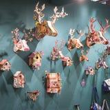 Dekorativa objekt på skärm på HOMI, internationell show för hem i Milan, Italien Arkivfoto