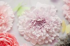 Dekorativa pappers- blommor Arkivbild