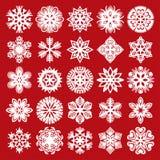 dekorativa snowflakes Vit på rött (uppsättning 2) Arkivbild