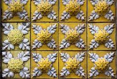 Dekorativa tegelplattor på fasad av huset, Porto, Portugal Arkivfoto