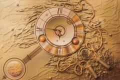 Dekorative Abstraktion der schönen Goldwanduhr Lizenzfreies Stockfoto