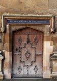 Dekorative alte Tür in Oxford lizenzfreie stockbilder