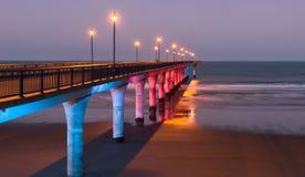 Dekorative Beleuchtung eines Piers in der Dämmerung Stockbild