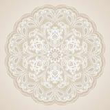 Dekorative Blumenverzierung in der Ostart Silberne Mandala Stockfotos