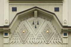 Dekorative Dekoration auf dem Art Nouveau-Gebäude in Prag Lizenzfreie Stockbilder