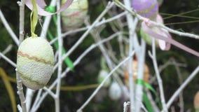 Dekorative Eier für festliche Dekoration stock video footage