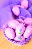 Dekorative Eier Ostern in den violetten Farben Lizenzfreie Stockfotos