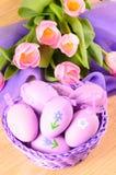 Dekorative Eier Ostern im Korb Lizenzfreies Stockbild