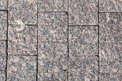 Dekorative Einfassung, gemacht Platten eines von den gewagten grauen Granits mit einer natürlichen Verzierung Lizenzfreies Stockbild