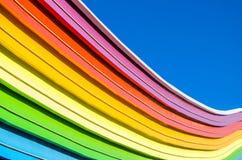 Dekorative Elemente des Regenbogens und des blauen Himmels Stockfoto