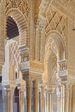 Dekorative Fenster im Palast von Alhambra Stockbild