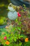 Dekorative Gartenzahl in Form von Vögeln Stockbild