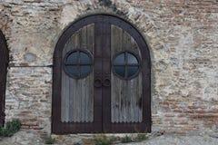 Dekorative gewölbte Tür an den Höhlen von Uplistsikhe, Georgia Lizenzfreie Stockfotos