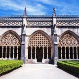Dekorative gotische archs und Garten stockfotos