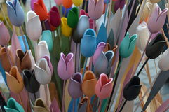 Dekorative hölzerne Tulpen lizenzfreies stockfoto