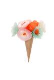 Dekorative handgemachte Blumen im Papierkegel Lizenzfreie Stockfotografie