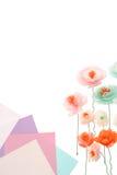 Dekorative handgemachte Blumen und bunte Papiere Lizenzfreie Stockfotografie