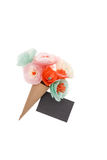 Dekorative handgemachte Blumen und leere Postkarte Stockbilder