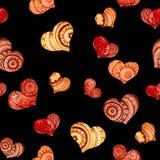 Dekorative Herzen auf schwarz- nahtlosem Muster stock abbildung