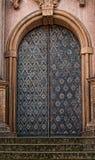 Dekorative Kathedralen-Tür Deatailed Stockfotos