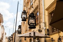 Dekorative Laternen auf der Straße Stockfoto