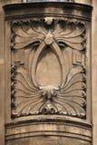Dekorative mit Blumendekoration auf dem Art Nouveau-Gebäude Stockfotos