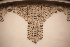 Dekorative mit Blumendekoration auf dem Art Nouveau-Gebäude Lizenzfreies Stockfoto