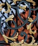 Dekorative Stangen auf Fensterkrakau (Krakau) - Polen-Jagiellonian Universität lizenzfreie stockbilder