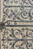 Dekorative Tür des bearbeiteten Eisens Stockfotos