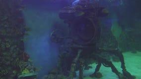 Dekorative Unterwasserbathyscaphedekoration des Marineaquariumvorrat-Gesamtlängenvideos stock video