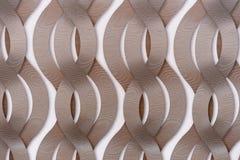 Dekorative Wand mit abstrakten verflochtenen Bändern stockfotos